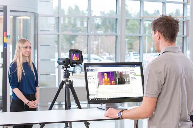 FLIR-Screen-EST-camara-termografica-mida-fiebre-sin-contacto